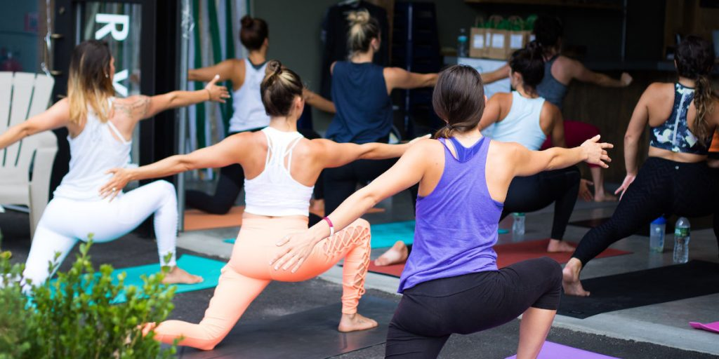 ropa adecuada para yoga
